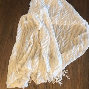 White pleated scarf